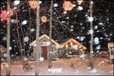 Chicken Wire Lighted Christmas Balls via The Chicken Chick®